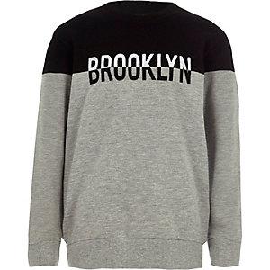 Sweatshirt met grijs kleurvlak en 'Brooklyn'-print voor jongens
