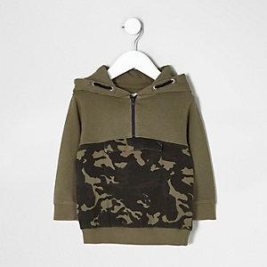 Mini - Kakigroene hoodie met camouflageprint en kleurvlak voor jongens