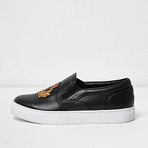 Boys black crest patch faux leather plimsolls