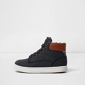 Sneaker in Blau und Hellbraun