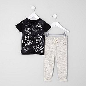 Mini - Outfit bestaande uit top met graffitiprint en joggingbroek voor jongens
