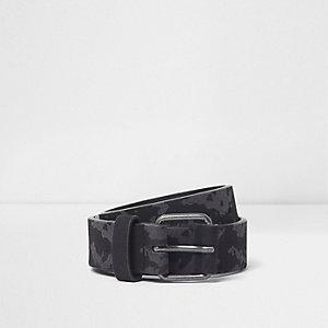 Schwarzer Gürtel mit Camouflage-Muster