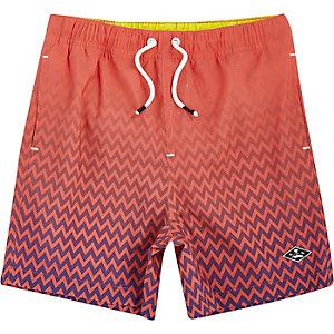 Koraalrode zwemshort met vervaagde print voor jongens
