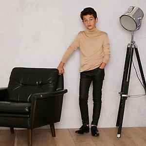 RI Studio - Camelkleurige pullover met col voor jongens