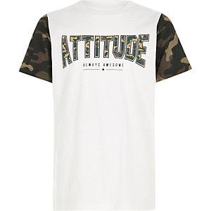 Wit T-shirt met 'attitude'- en camouflageprint voor jongens
