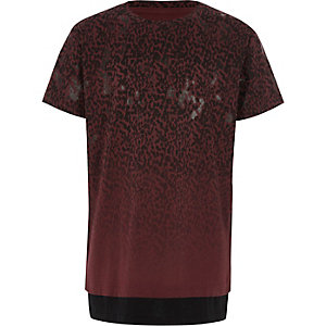 Mehrlagiges T-Shirt in Bordeaux mit Leopardenmuster