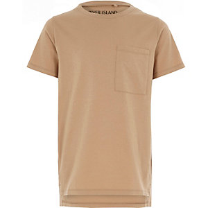 T-Shirt in Camel mit Stufensaum