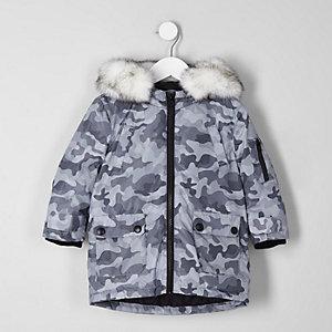 Parka grise motif camouflage avec bordures en fausse fourrure mini garçon