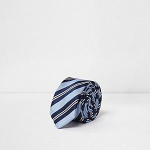 Blaue, gestreifte Krawatte