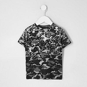 Mini - T-shirt met camouflageprint en spetters met folie-effect voor jongens
