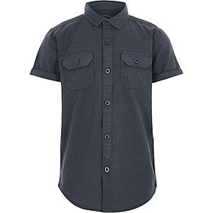 Blaues, kurzärmliges Utility-Hemd