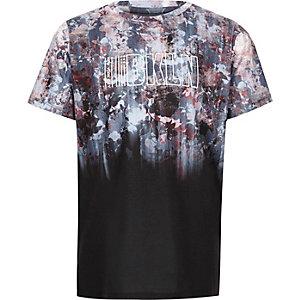 T-shirt imprimé «Bkln» à fleurs noir délavé pour garçon