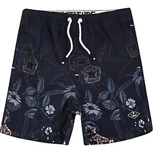 Marineblauwe zwemshort met vervaagde bloemenprint voor jongens