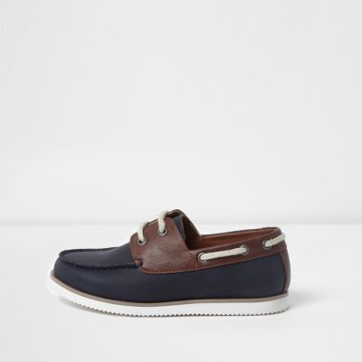 River Island Chaussures bateau bleu marine à lacets pour garçon
