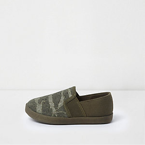 Plimsolls in Khaki mit Camouflage-Muster