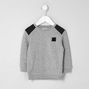 Graues Sweatshirt mit gesteppten Ärmeln
