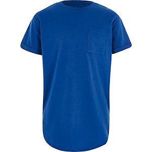 Blaues T-Shirt mit abgerundetem Saum