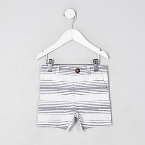 Weiße Chino-Shorts mit Streifen