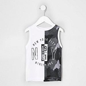 Mini - Wit hemdje met kleurvlakken, 'NY'-print en mesh voor jongens