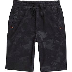 Marineblauwe jersey short met camouflageprint voor jongens