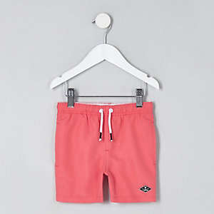 Mini - Koraalrode zwemshort voor jongens