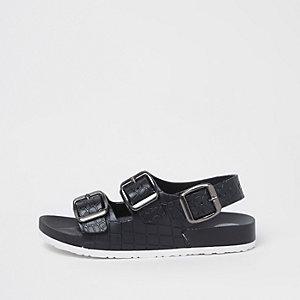 Schwarze Sandalen in Kroko-Optik