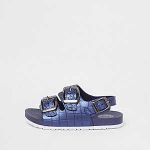 Blaue Sandalen in Kroko-Optik