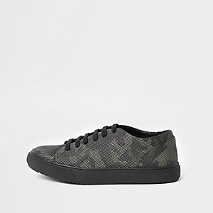Boys camo lace up sneaker