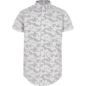 Grijs overhemd met digitale camouflageprint en korte mouwen voor jongens