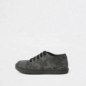 Camouflage-Sneaker zum Schnüren