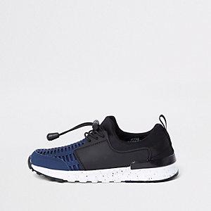 Marineblaue Sneaker mit Mesh-Einsatz