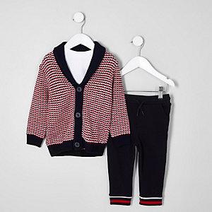 Outfit mit Jacquard-Strickjacke