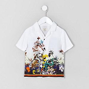 Weißes Hemd in Schlangenlederoptik