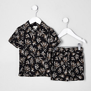 Outfit mit schwarzem Hemd