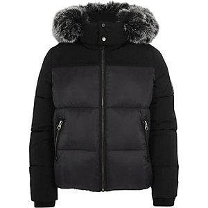 Zwarte gewatteerde jas met capuchon van imitatiebont voor jongens