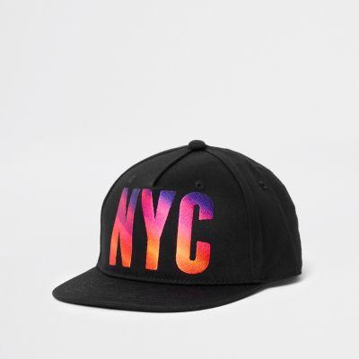 River Island Casquette plate «NYC» noire coucher de soleil - Tissu tissé Détail imprimé sunset «NYC» Pointe plate