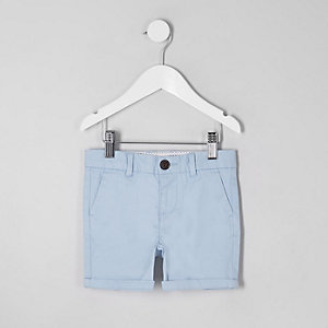 Mini - Lichtblauwe chinoshort voor jongens