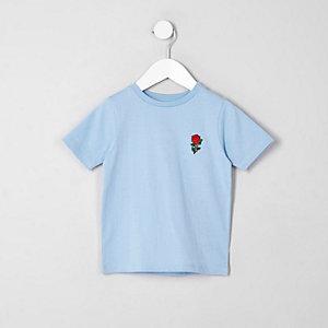Blaues T-Shirt mit Rosenstickerei auf der Brust
