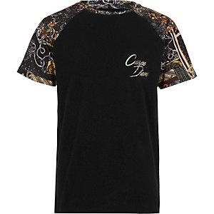 Zwart T-shirt met 'Carpe diem'-print en raglanmouwen voor jongens
