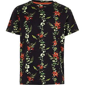 Groen piqué T-shirt met bloemenprint en bies aan de mouwen voor jongens