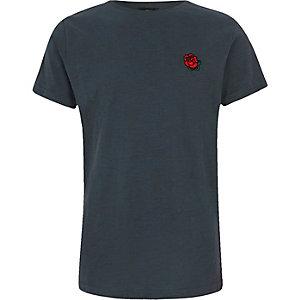 Marineblaues T-Shirt mit Rosenstickerei