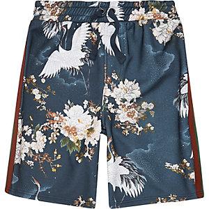 Blauwe short met kraanvogels en streep opzij voor jongens