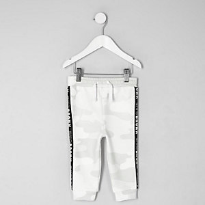 Mini - Witte joggingbroek met camouflageprint en band aan de zijkant voor jongens