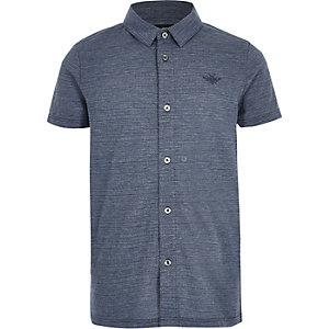 Blaues, strukturiertes Polohemd