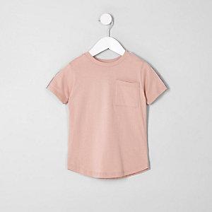 T-shirt rose avec poche et rayures sur les manches mini garçon