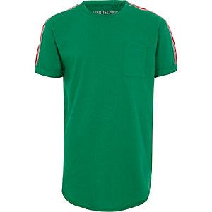 Groen T-shirt met band op de mouwen voor jongens