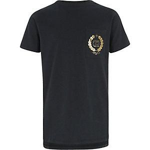 Marineblauw T-shirt met 'carpe diem'-folieprint en logo voor jongens