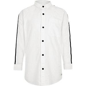 Wit Oxford overhemd met streept op de mouwen voor jongens