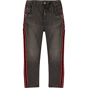 Tony - Zwarte ruimvallende jeans met streep voor jongens