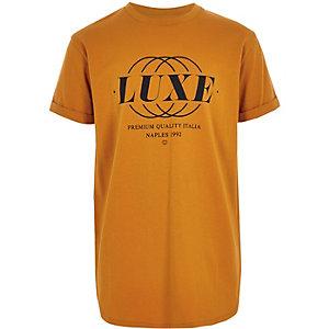 Geel T-shirt met ronde zoom en 'luxe'-print voor jongens